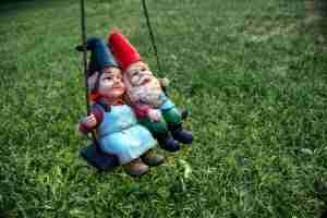 Swinging gnome couple